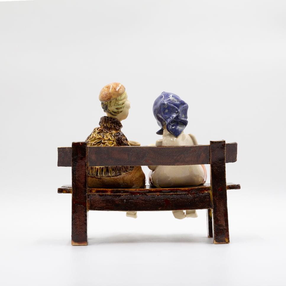 Babcia i dziadek na ławeczce