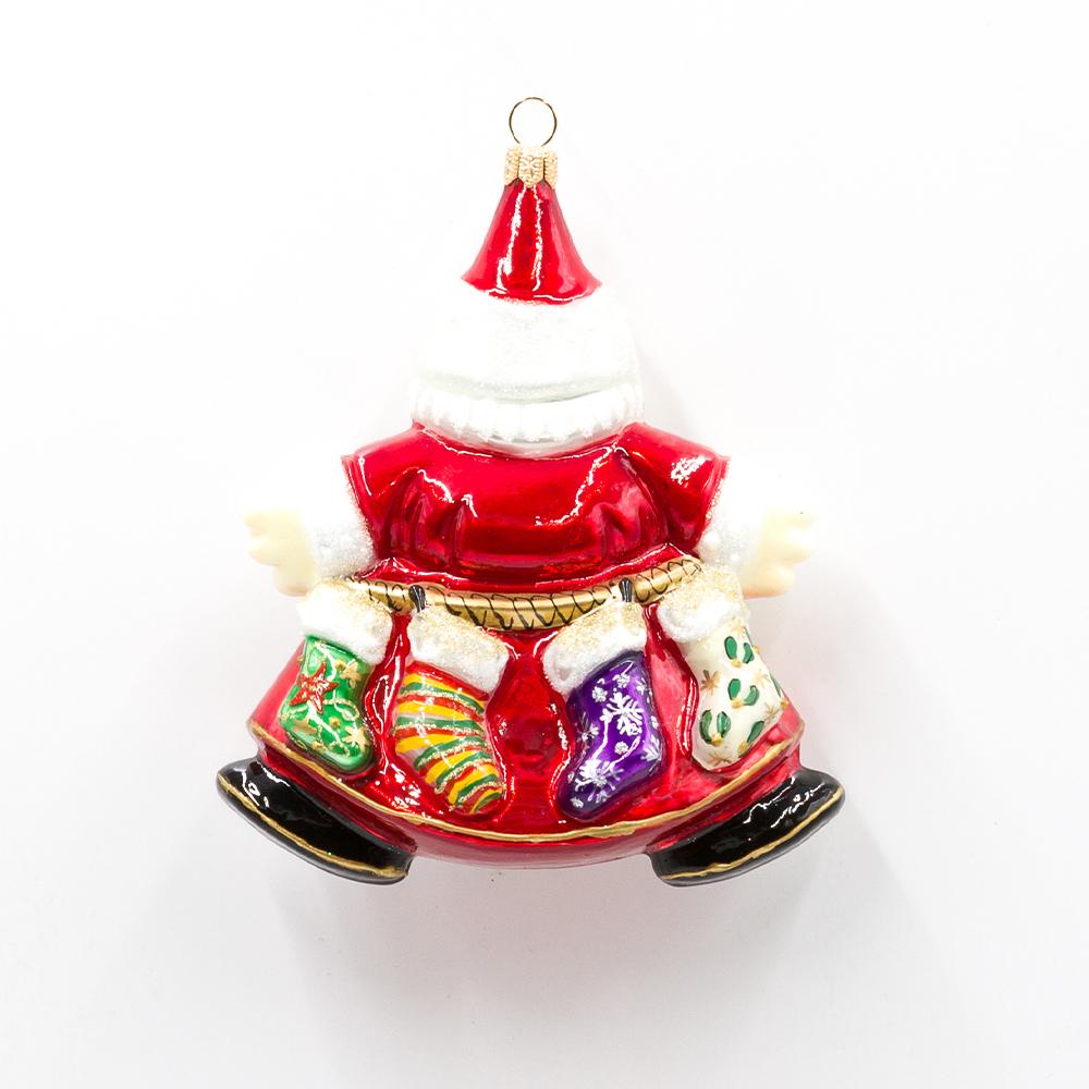 mikołaj ze skarpetami na prezenty