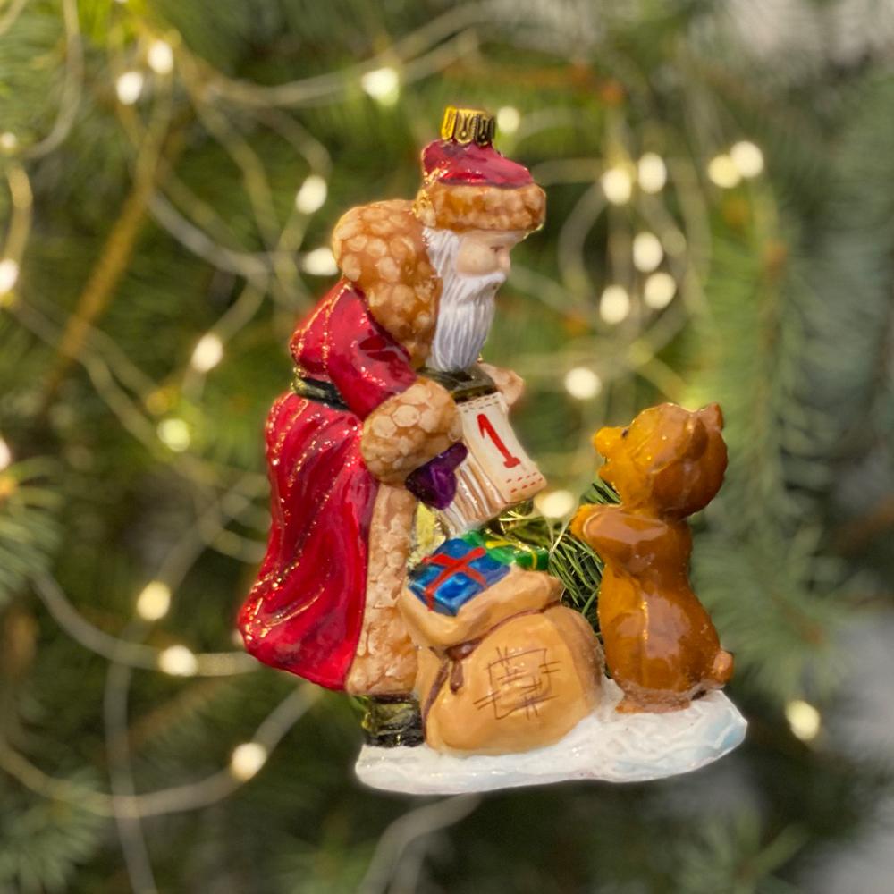 Mikołaj z kalendarzem i misiem
