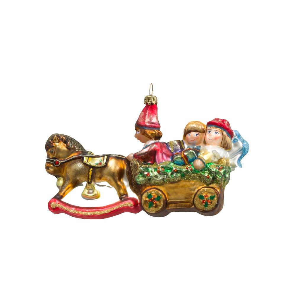 zaprzęg- koń na biegunach z lalkami