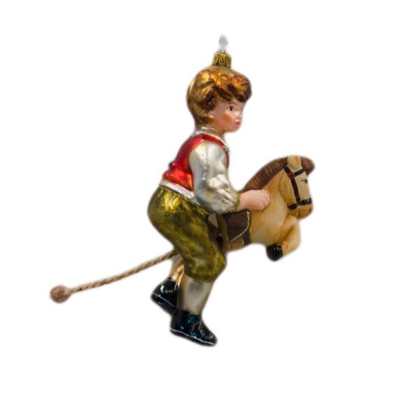 chłopiec na koniku