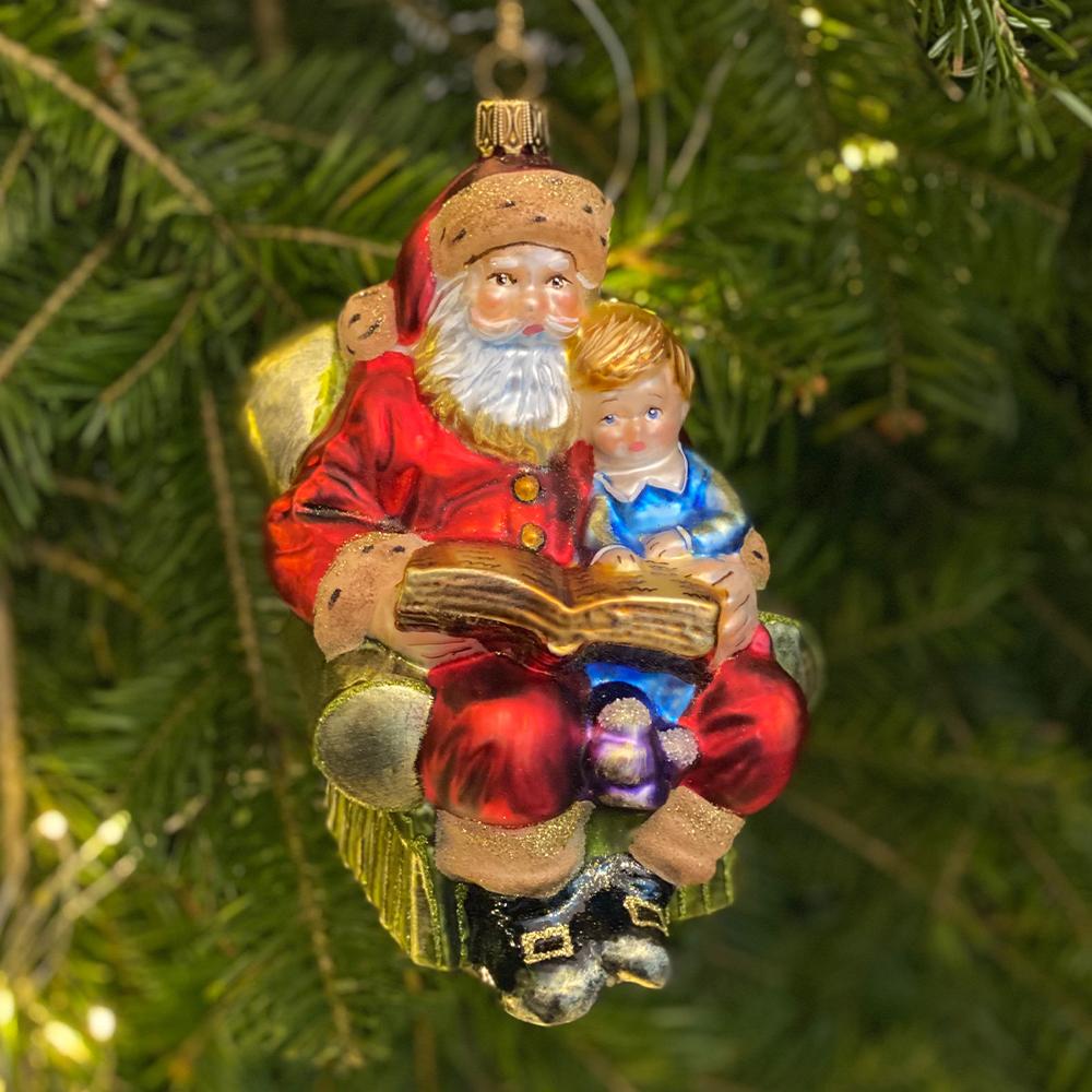 Mikołaj z dzieckiem w fotelu